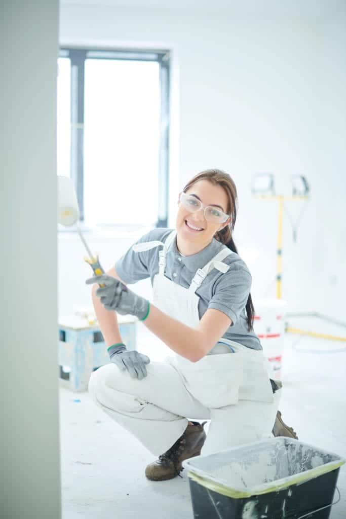 female decorating apprentice