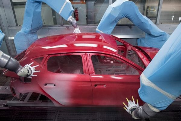 The wellness centre for cars: 84 robots do all the spraying